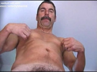 Daddy musclebear deep-throating his spunk and showing his butt