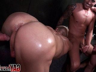 Gayhousebait To Hot in The Sauna